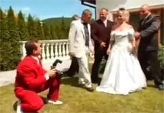 секса сын муж с другом трахает на свадьбе онлайн ролики его