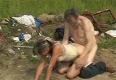 телки знают бомж трахнул пьяную девчонку на улице клитор особенно чувствительный