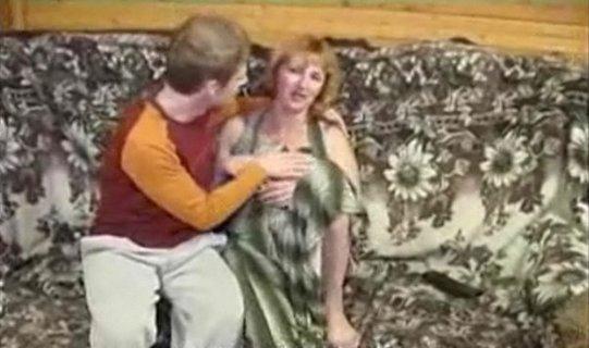 Смотреть секс сисястая тетя соблазнила парня