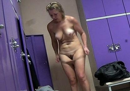 siski-onlayn-starie-babi-pereodevayutsya-video-skvirt-masturbatsii