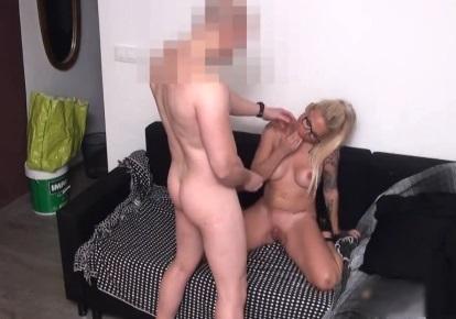 Девушка Задержалась С Тремя Рабочими - Смотреть Порно Онлайн