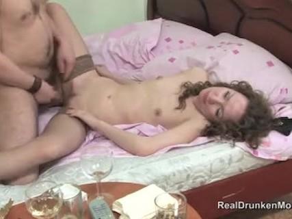 Молоденькая Проститутка Справилась Быстро С Длинным Членом Жеребца