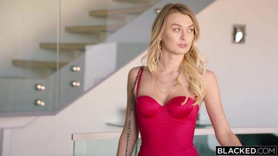 Роскошная Блондинка С Большими Сиськами Alison Angel  Получает Оргазм От Пальчиков  Перед Фото Камерами Порно Фото