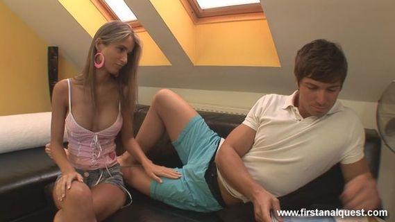 Молодая Пара Смотрит Порно Парень Дрочит Киску Девушки И Занимается Сексом
