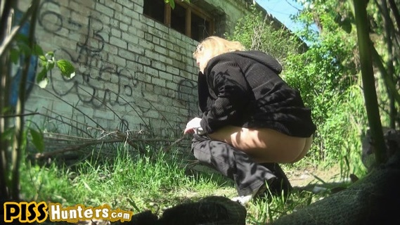 Outdoor pee streaming. Non-Professional babes pulls down breeches and pantyhose to take a leaks outdoors