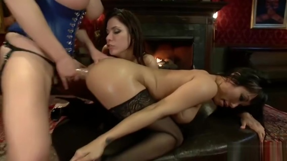 Ass fuck sex video featuring Krissy Lynn and Alexa Nicole. Alexa Nicole,Krissy Lynn
