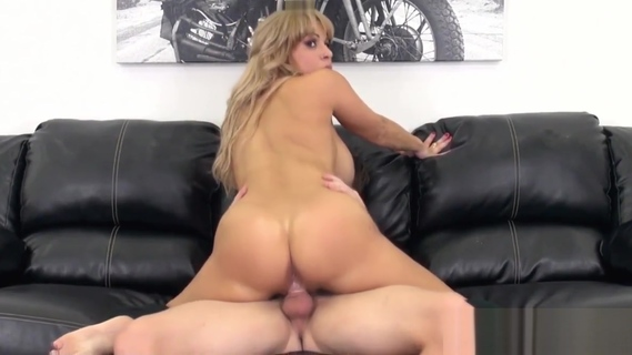 Tittyfucking webcamshow with Alyssa Lynn. Tittyfucking webcamshow with Alyssa Lynn