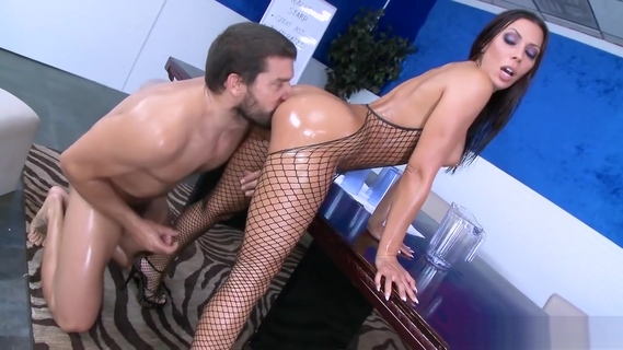 Rachel Starr Shows off her sexy ass. Rachel Starr Shows off her sexy ass
