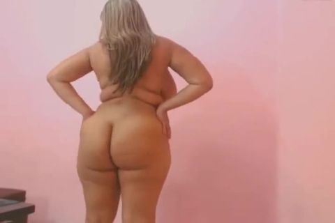 FAT MILF SHOW BOOBS AND PUSY ON CAMERA. FAT MILF SHOW BOOBS AND PUSY ON CAMERA