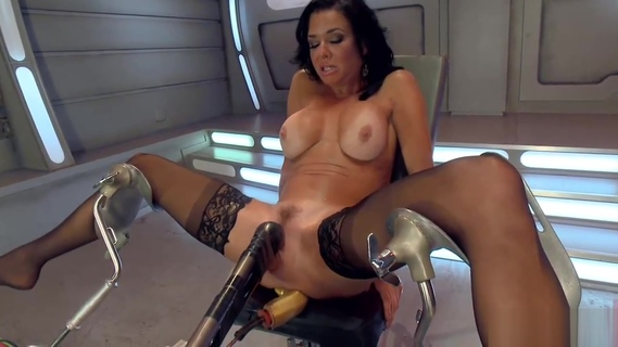 BigTitted, Squirter, Milf, Veronica Avluv, Gets Anal Machine. Veronica Avluv