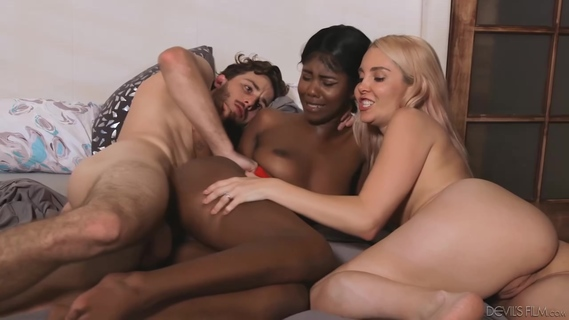 Daizy Cooper and Aaliyah Love are having an interracial threesome and moaning, because it feels good. Daizy Cooper,Aaliyah Love