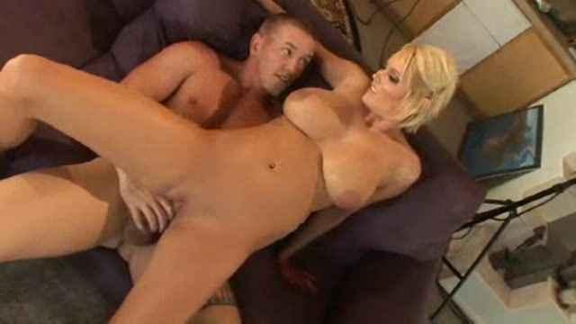 porno-onlayn-s-shikarnoy-blondinkoy-vzdohnul-dvadtsat