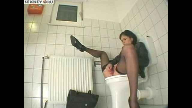 скрытая камера туалета порно