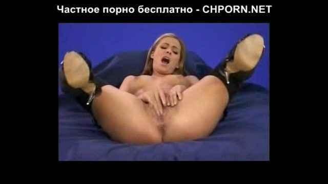 devushka-odna-sama-s-soboy-video