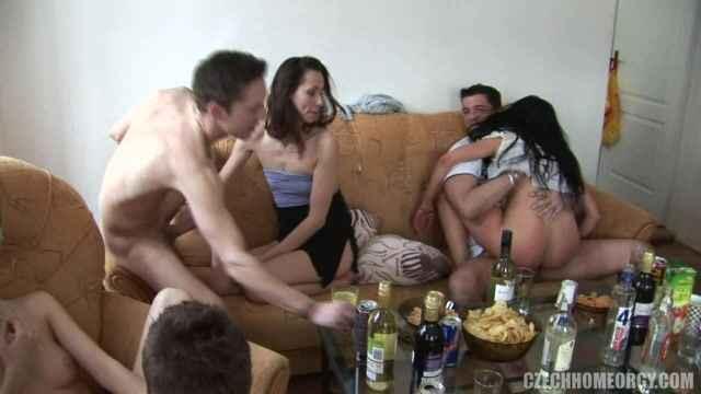 Порно домашнее оргия в хорошем качестве фотоография