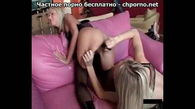 Очаровательные лесбиянки трахаются с фаллосом