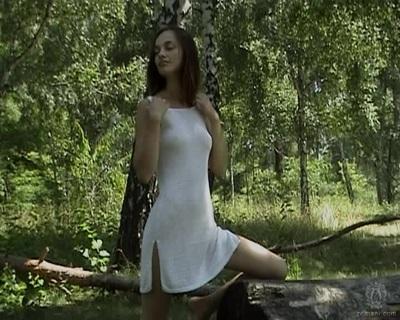 Натуральная Красота Обнаженной Девушки Позирующей Среди Деревьев Порно Ролики Смотреть Онлайн Бесплатно