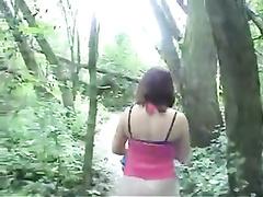 v-lesu-poymali-devushku-i-ottrahali-tolpoy-vo-vse-dirki-anus