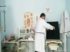 izvrasheniya-na-prieme-ginekologa-muzhchini-video