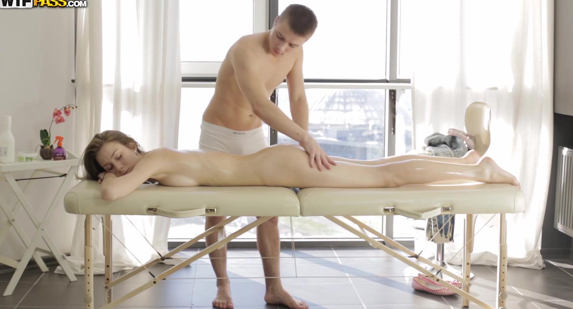 krasiviy-seks-na-massazhnom-stole