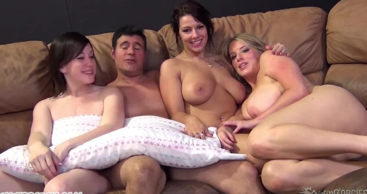 seks-neskolko-muzhchin-trahayut-odnu-suchku