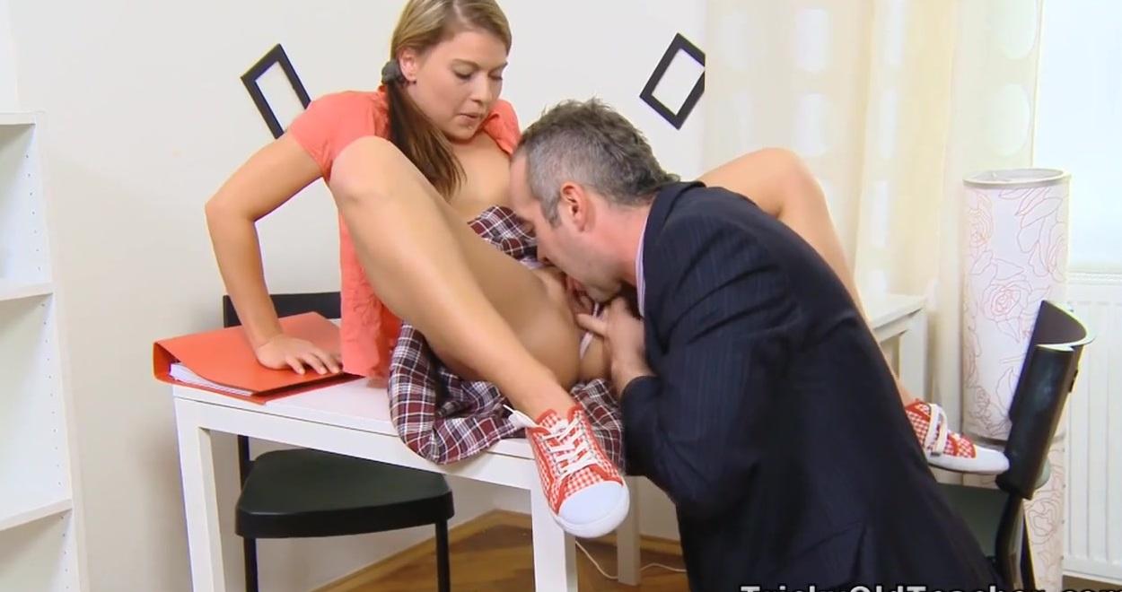Препод заставил студентку занятся сексом
