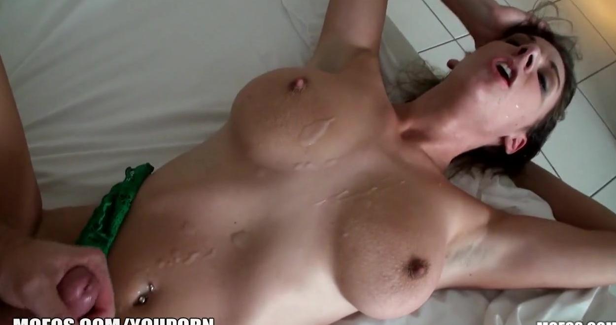 telochka-stonet-porno