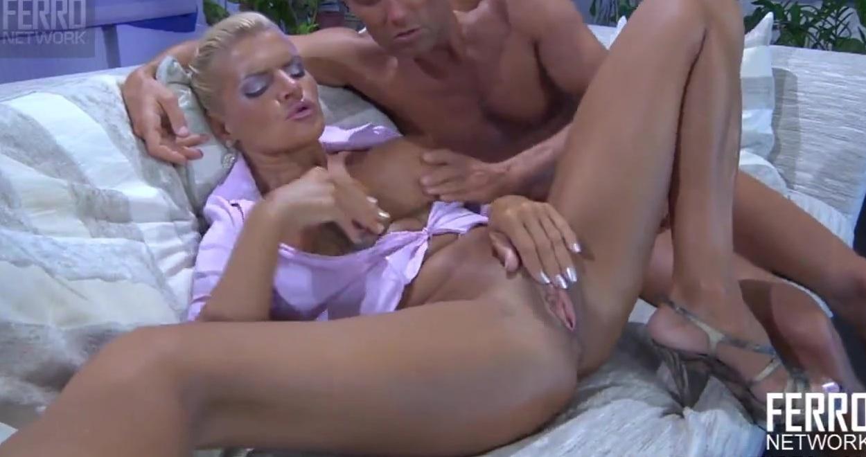 Лапают Грудь Порно (найдено 35 порно видео роликов) - PornoSearch.Guru