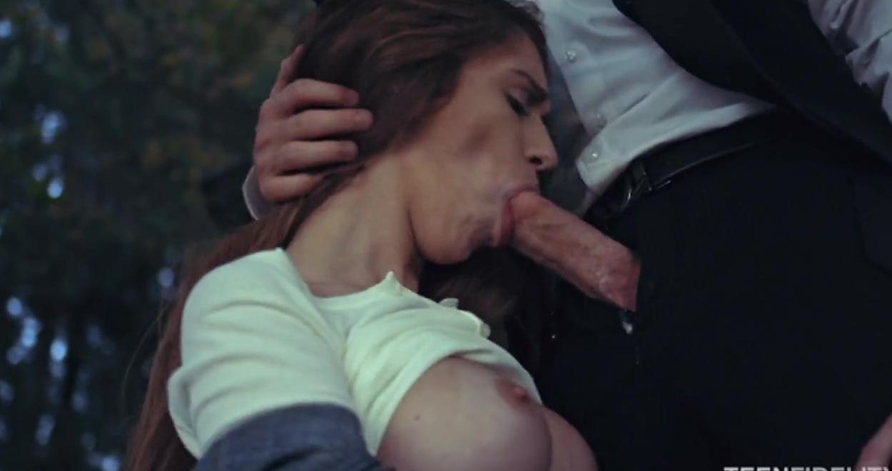 Смотреть как голая проститутка издевалась над мужиком с кляпом во р