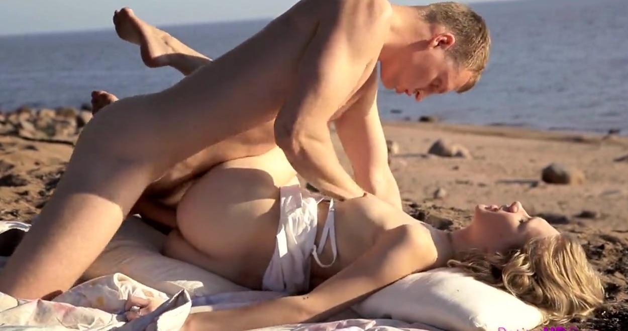 krasiviy-seks-na-dikom-plyazhe
