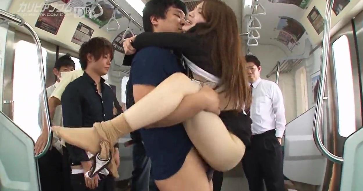В трахают метро японку крамавицу
